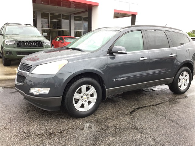 Pre-Owned 2009 Chevrolet Traverse 2LT